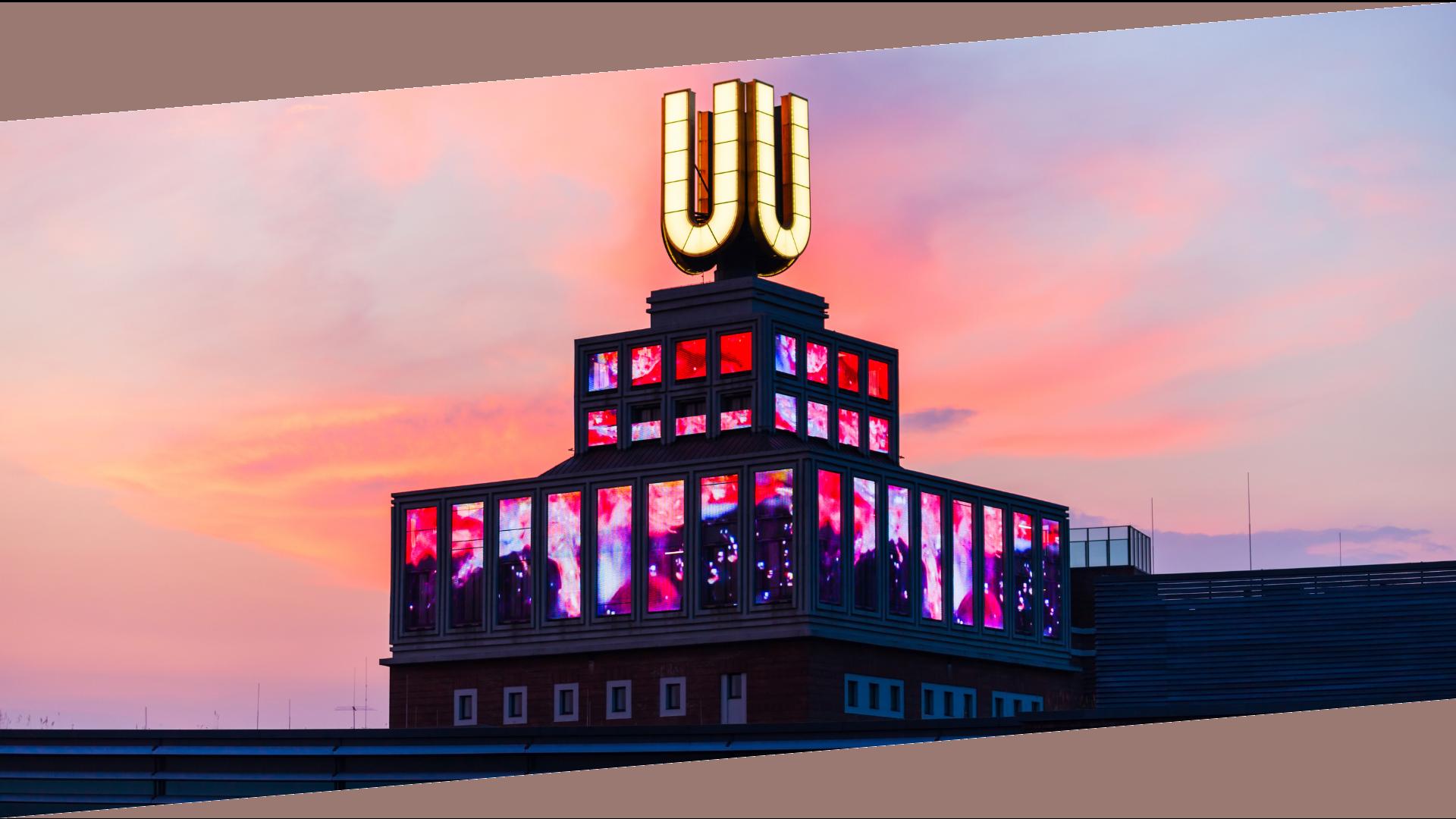 Designerhaus vor Sonnenuntergang